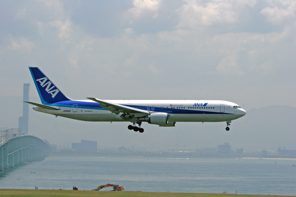 tsubameさんの全日空 Boeing 767-300 (JA8664) 航空フォト