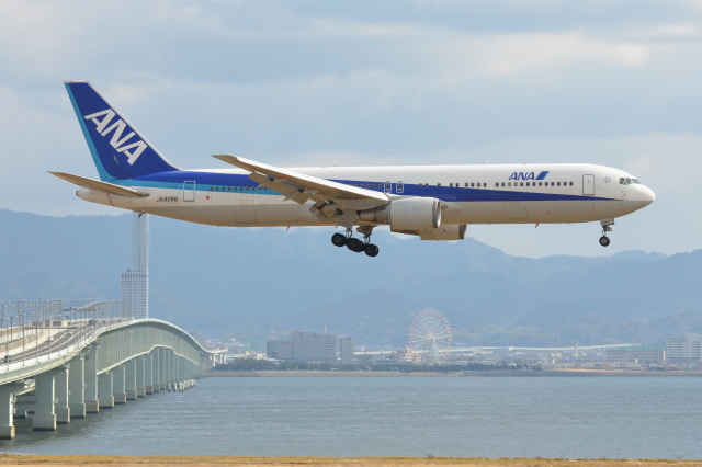 Deepさんが、関西国際空港で撮影した全日空 767-381の航空フォト(飛行機 写真・画像)
