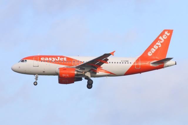 S.Hayashiさんが、ロンドン・ガトウィック空港で撮影したイージージェット A319-111の航空フォト(飛行機 写真・画像)