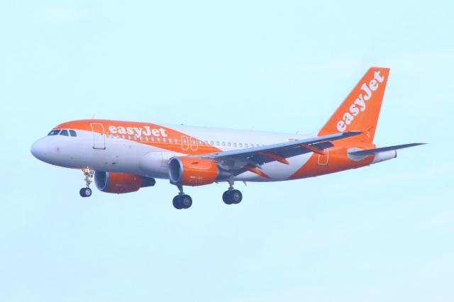 S.Hayashiさんが、ロンドン・ガトウィック空港で撮影したイージージェット・ヨーロッパ A319-111の航空フォト(飛行機 写真・画像)