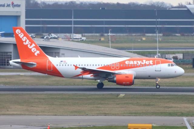 S.Hayashiさんが、アムステルダム・スキポール国際空港で撮影したイージージェット・ヨーロッパ A319-111の航空フォト(飛行機 写真・画像)