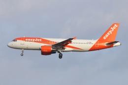 S.Hayashiさんが、ロンドン・ガトウィック空港で撮影したイージージェット A320-214の航空フォト(飛行機 写真・画像)