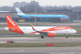 S.Hayashiさんが、アムステルダム・スキポール国際空港で撮影したイージージェット・ヨーロッパ A320-214の航空フォト(飛行機 写真・画像)