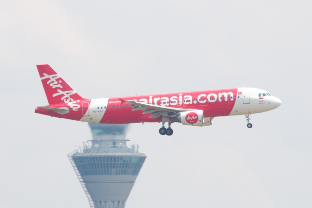 S.Hayashiさんが、クアラルンプール国際空港で撮影したインドネシア・エアアジア A320-216の航空フォト(飛行機 写真・画像)