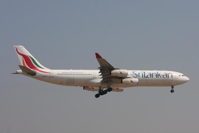 S.Hayashiさんが、成田国際空港で撮影したスリランカ航空 A340-313Xの航空フォト(飛行機 写真・画像)