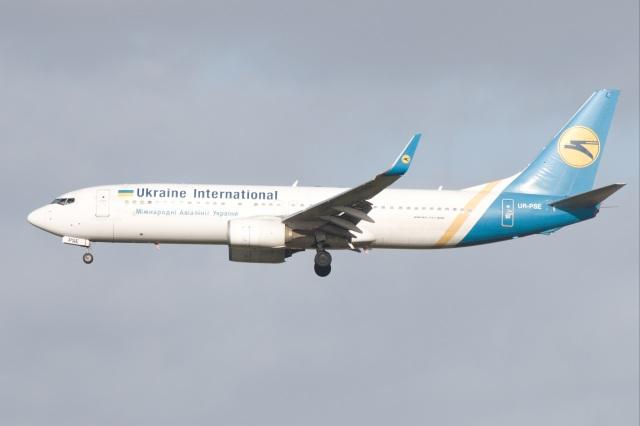 S.Hayashiさんが、ロンドン・ガトウィック空港で撮影したウクライナ国際航空 737-84Rの航空フォト(飛行機 写真・画像)
