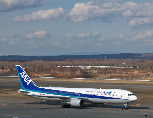 taka1129さんが、新千歳空港で撮影した全日空 767-381/ERの航空フォト(飛行機 写真・画像)
