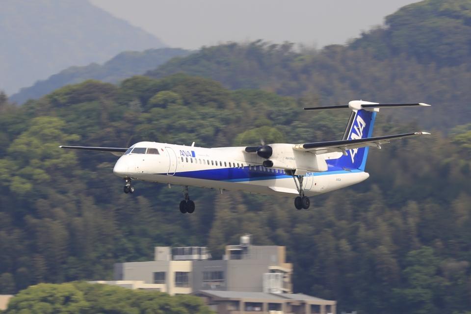 aki241012さんのANAウイングス Bombardier DHC-8-400 (JA853A) 航空フォト