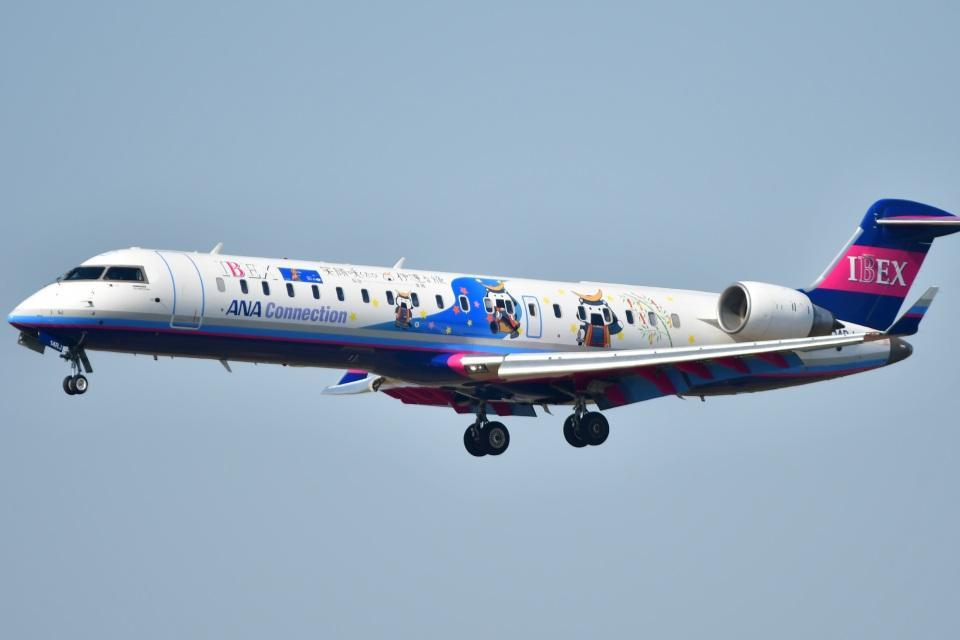 こつぽんさんのアイベックスエアラインズ Bombardier CRJ-700 (JA14RJ) 航空フォト
