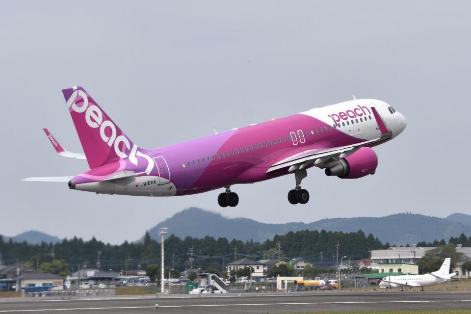 ワイエスさんのピーチ Airbus A320 (JA15VA) 航空フォト