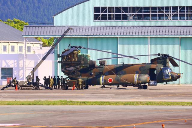 Zakiyamaさんが、熊本空港で撮影した陸上自衛隊 CH-47JAの航空フォト(飛行機 写真・画像)