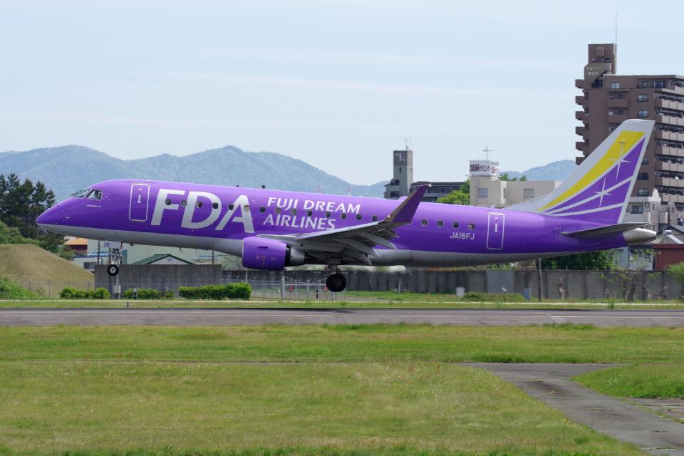 yabyanさんのフジドリームエアラインズ Embraer 175 (JA16FJ) 航空フォト