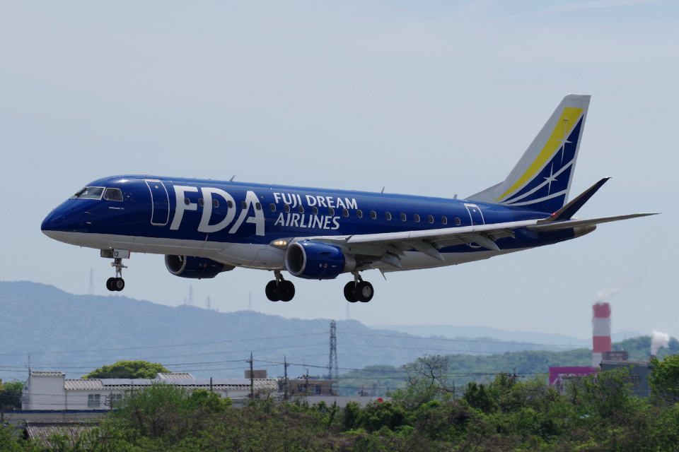 yabyanさんのフジドリームエアラインズ Embraer 175 (JA13FJ) 航空フォト