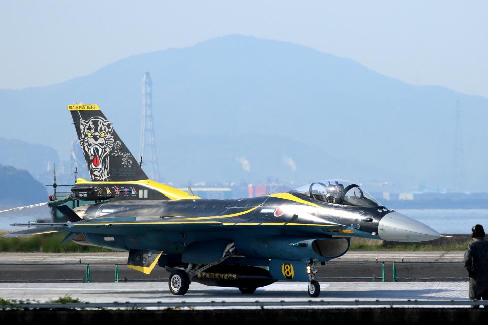 Kanarinaさんの航空自衛隊 Mitsubishi F-2A (13-8558) 航空フォト