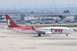M.Tさんが、関西国際空港で撮影したティーウェイ航空 737-8ASの航空フォト(飛行機 写真・画像)