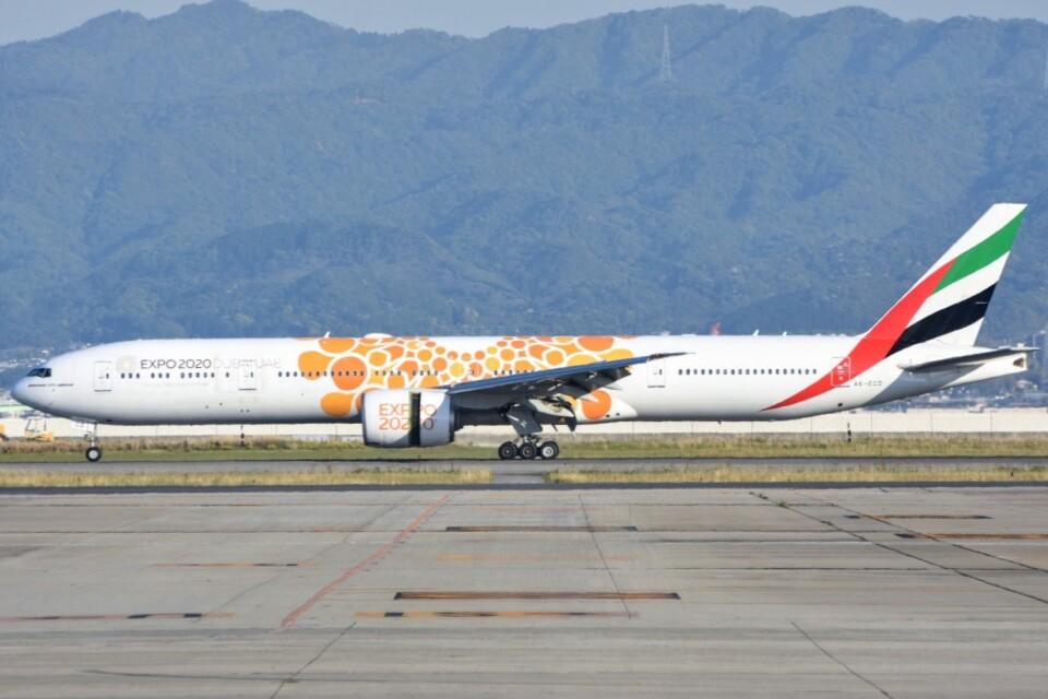 M.Tさんのエミレーツ航空 Boeing 777-300 (A6-ECD) 航空フォト