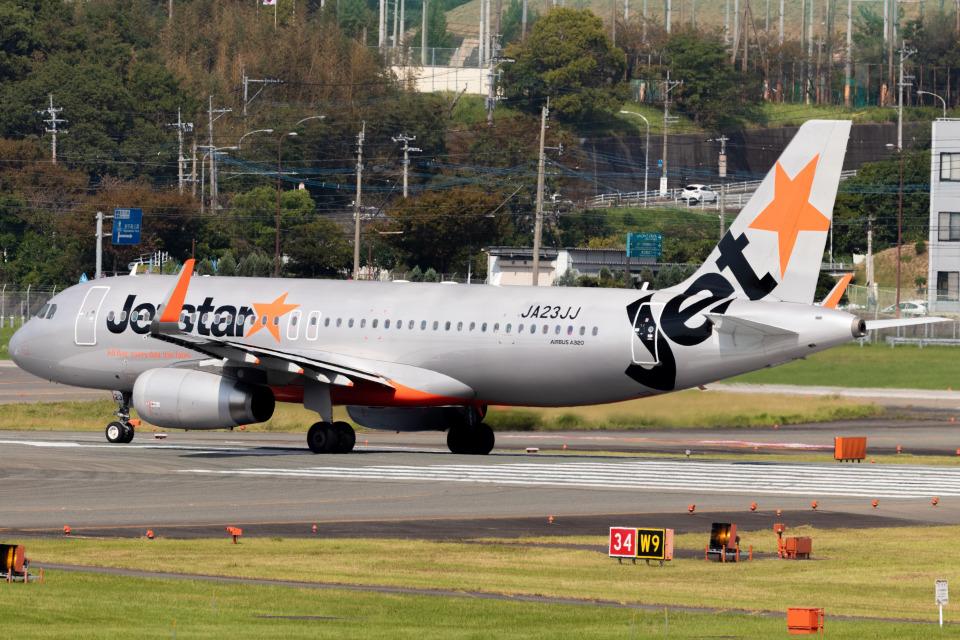 Yukio a.k.a Yu Worksさんのジェットスター・ジャパン Airbus A320 (JA23JJ) 航空フォト