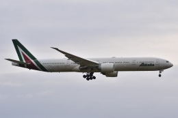 LEGACY-747さんが、成田国際空港で撮影したアリタリア航空 777-3Q8/ERの航空フォト(飛行機 写真・画像)