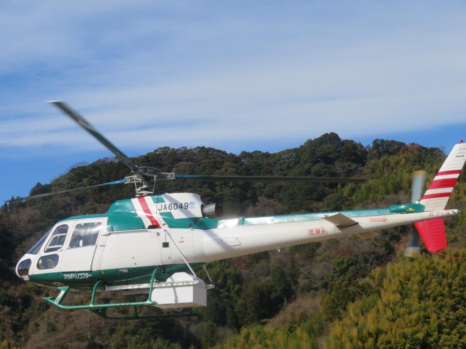 チダ.ニックさんのアカギヘリコプター Aerospatiale AS350 Ecureuil/AStar (JA6049) 航空フォト
