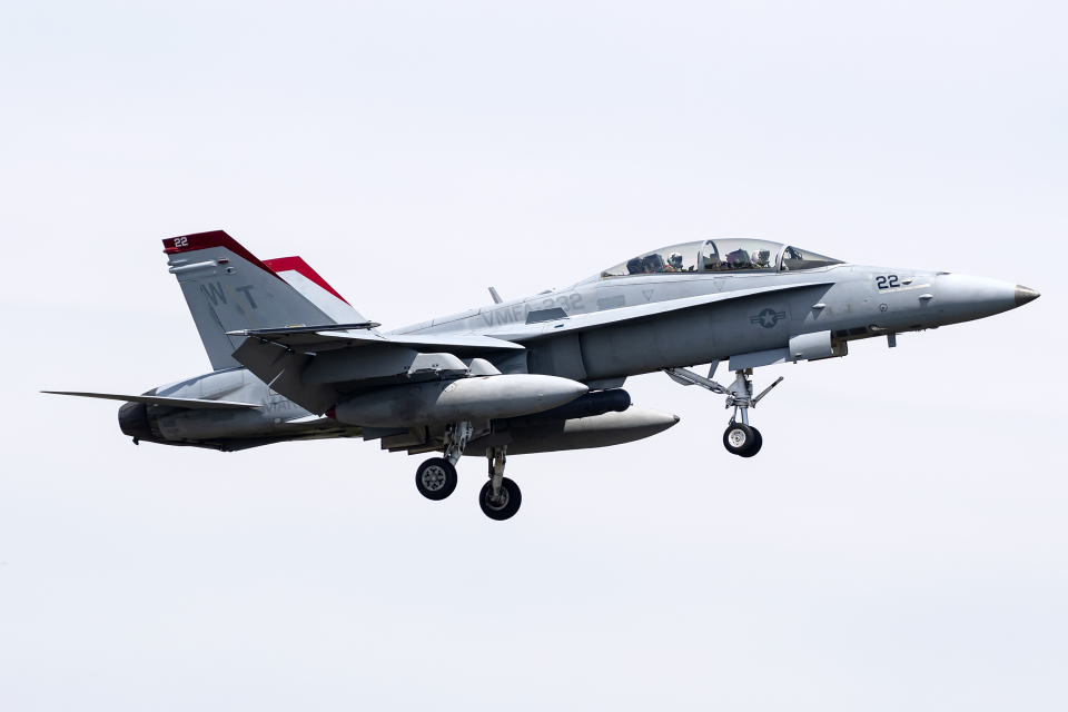 Flankerさんのアメリカ海兵隊 McDonnell Douglas F/A-18 Hornet (164688) 航空フォト