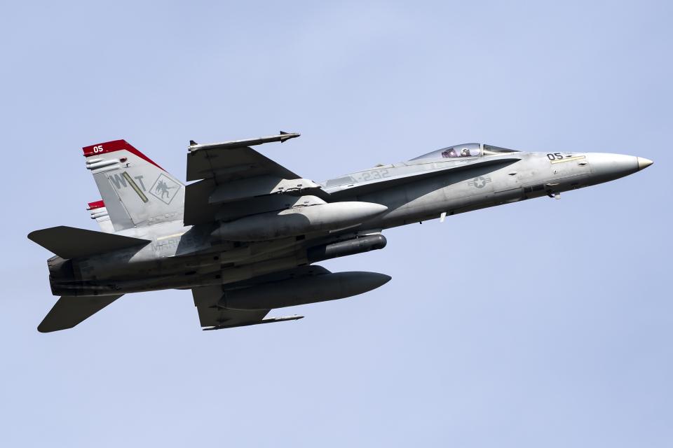 Flankerさんのアメリカ海兵隊 McDonnell Douglas F/A-18 Hornet (164954) 航空フォト