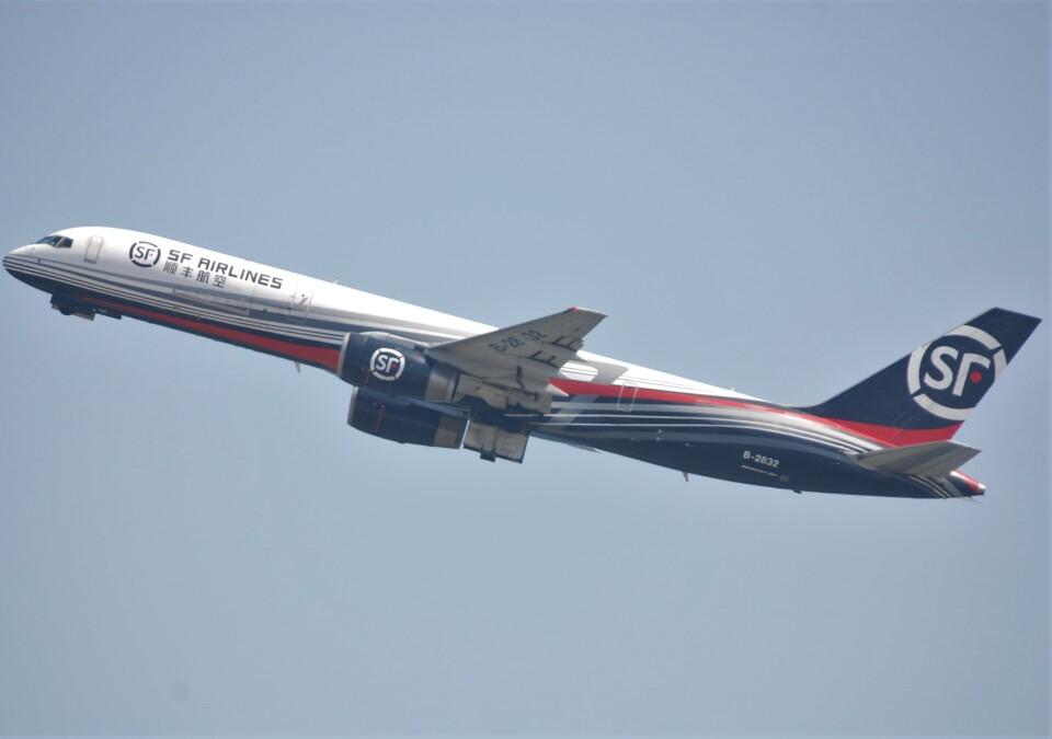 takikoki50000さんのSF エアラインズ Boeing 757-200 (B-2832) 航空フォト