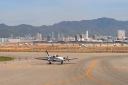 Hiro-hiroさんが、神戸空港で撮影した学校法人ヒラタ学園 航空事業本部 G58 Baronの航空フォト(飛行機 写真・画像)