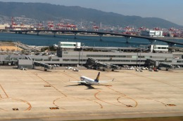 Hiro-hiroさんが、神戸空港で撮影したスカイマーク 737-8FZの航空フォト(飛行機 写真・画像)
