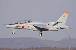 YouKeyさんが、千歳基地で撮影した航空自衛隊 T-4の航空フォト(飛行機 写真・画像)