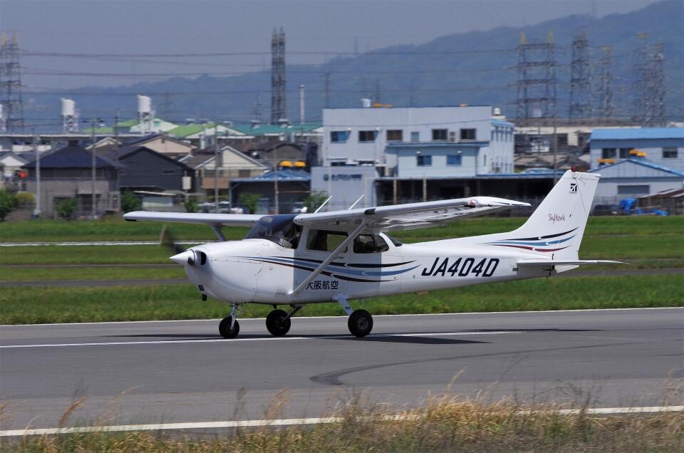 mild lifeさんの大阪航空 Cessna 172 (JA404D) 航空フォト