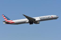 sky77さんが、成田国際空港で撮影したアメリカン航空 777-323/ERの航空フォト(飛行機 写真・画像)