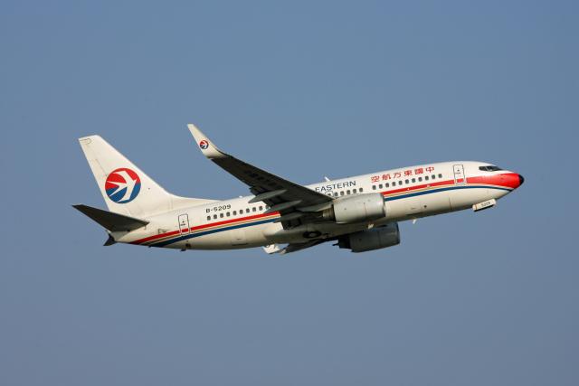 tsubameさんが、福岡空港で撮影した中国東方航空 737-79Pの航空フォト(飛行機 写真・画像)