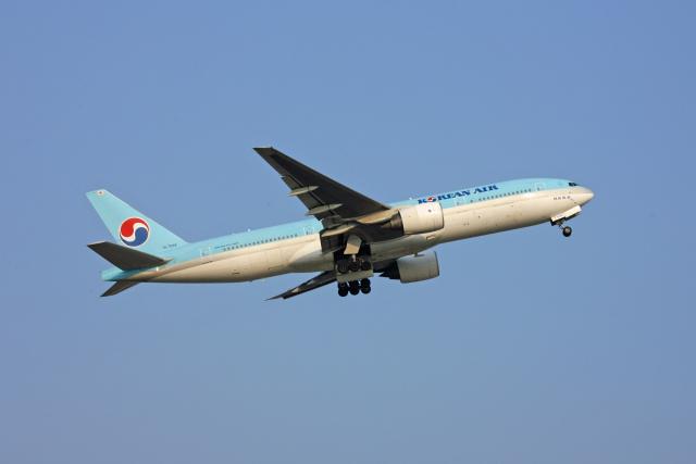 tsubameさんが、福岡空港で撮影した大韓航空 777-2B5/ERの航空フォト(飛行機 写真・画像)