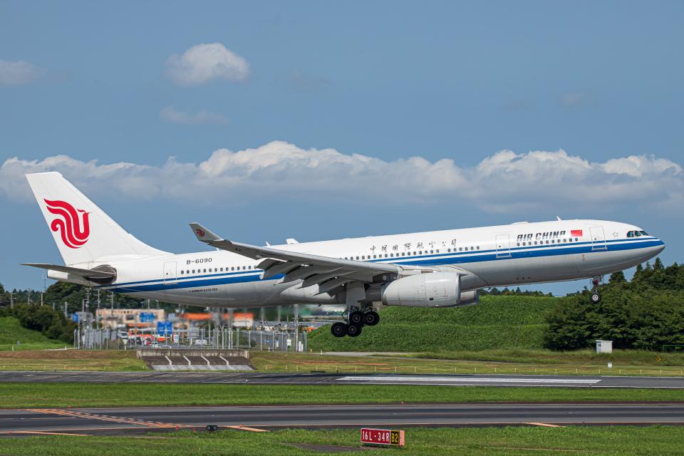 SGR RT 改さんの中国国際航空 Airbus A330-200 (B-6090) 航空フォト