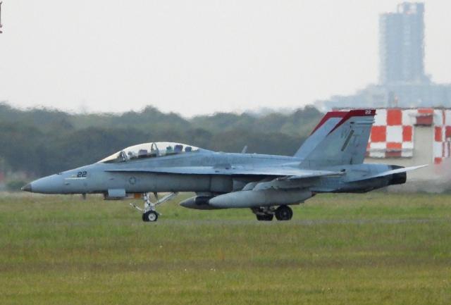 チャレンジャーさんが、厚木飛行場で撮影したアメリカ海兵隊 F/A-18D Hornetの航空フォト(飛行機 写真・画像)