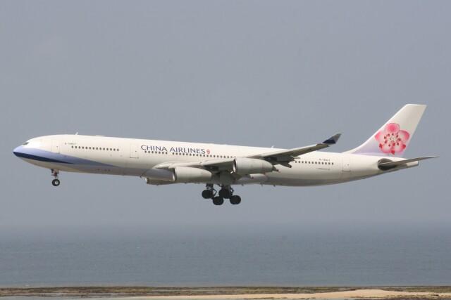 Mr.boneさんが、那覇空港で撮影したチャイナエアライン A340-313Xの航空フォト(飛行機 写真・画像)