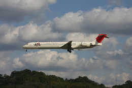tsubameさんが、福岡空港で撮影した日本航空 MD-81 (DC-9-81)の航空フォト(飛行機 写真・画像)