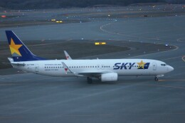 しんさんが、新千歳空港で撮影したスカイマーク 737-81Dの航空フォト(飛行機 写真・画像)
