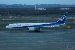 しんさんが、新千歳空港で撮影した全日空 767-381/ERの航空フォト(飛行機 写真・画像)