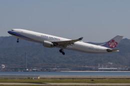 Koenig117さんが、関西国際空港で撮影したチャイナエアライン A330-302の航空フォト(飛行機 写真・画像)