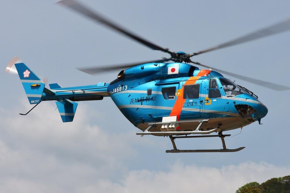 ブルーさんさんの茨城県警察 Kawasaki BK117 (JA6813) 航空フォト