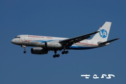 tassさんが、成田国際空港で撮影したウラジオストク航空 Tu-204-300の航空フォト(飛行機 写真・画像)