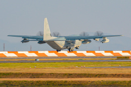 KAMIYA JASDFさんが、岩国空港で撮影したアメリカ海兵隊 KC-130J Herculesの航空フォト(飛行機 写真・画像)