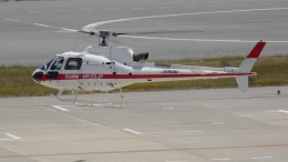 cathay451さんが、神戸空港で撮影した小川航空 AS350B3 Ecureuilの航空フォト(飛行機 写真・画像)