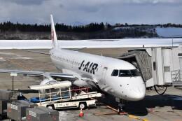 こじゆきさんが、秋田空港で撮影したジェイエア ERJ-190-100(ERJ-190STD)の航空フォト(飛行機 写真・画像)