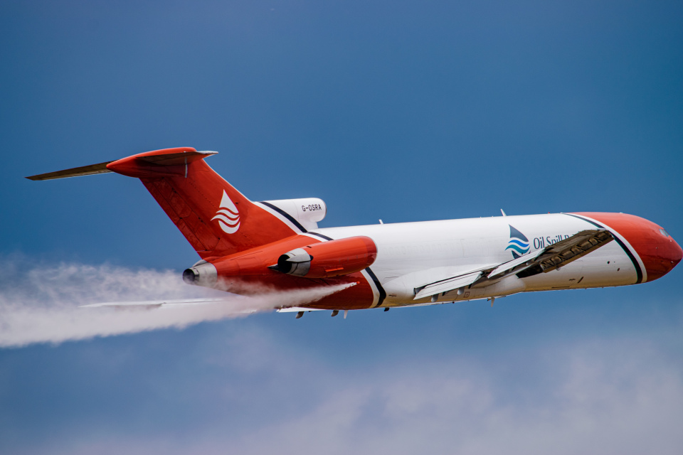 gomaさんのT2アヴィエーション Boeing 727-200 (G-OSRA) 航空フォト