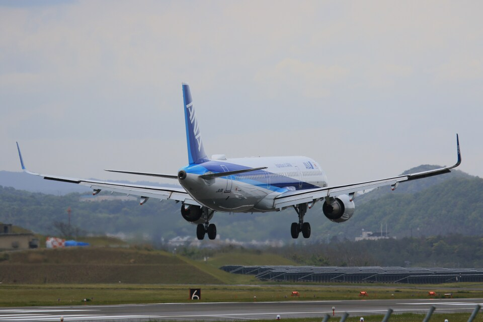 kazutoさんの全日空 Airbus A321 (JA111A) 航空フォト