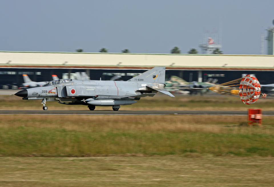 tsubameさんの航空自衛隊 Mitsubishi F-4EJ Kai Phantom II (77-8399) 航空フォト