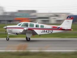YaoRJOYさんが、八尾空港で撮影した日本個人所有 A36 Bonanza 36の航空フォト(飛行機 写真・画像)