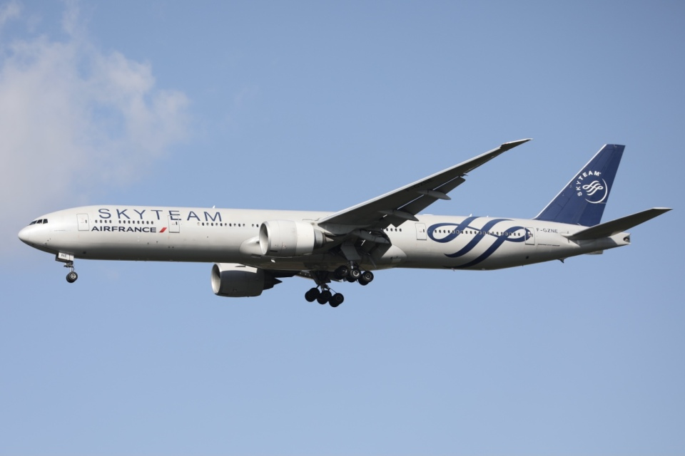 m_aereo_iさんのエールフランス航空 Boeing 777-300 (F-GZNE) 航空フォト